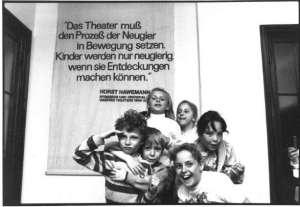 """1991 findet zum ersten mal """"Augenblick mal!"""" statt: Das einzige bundesweite Festival des Theaters für junges Publikum"""