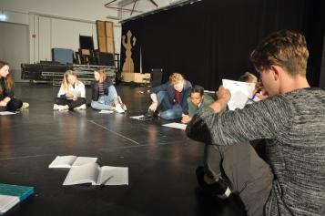 Übersetzer*innen und Schauspieler*innen gemeinsam bei der Leseprobe (Foto: F. v. Criegern)